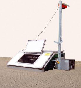 Im Erdreich montierte Kadavarkühlbox mit Zusatzklappe