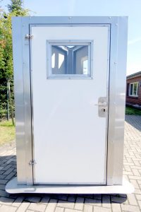 Isolierte Stalltür mit Fenster